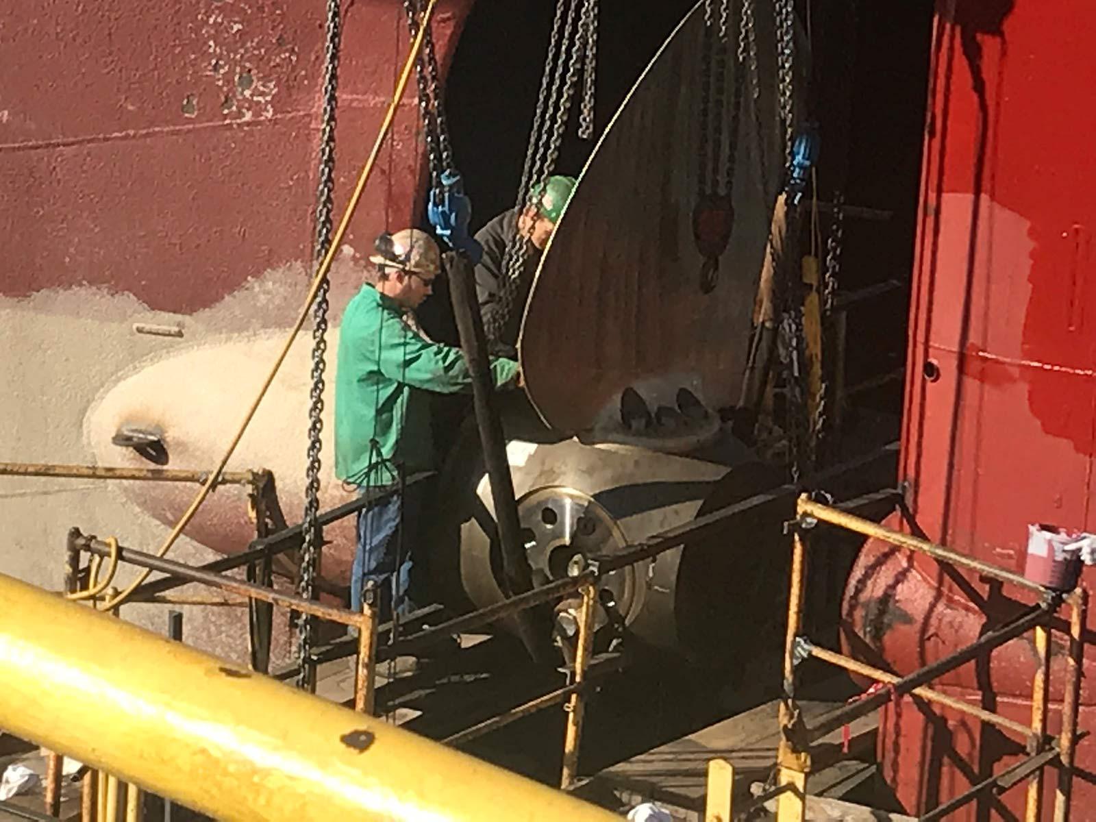 NorthEng_4047-blade-install-drydock